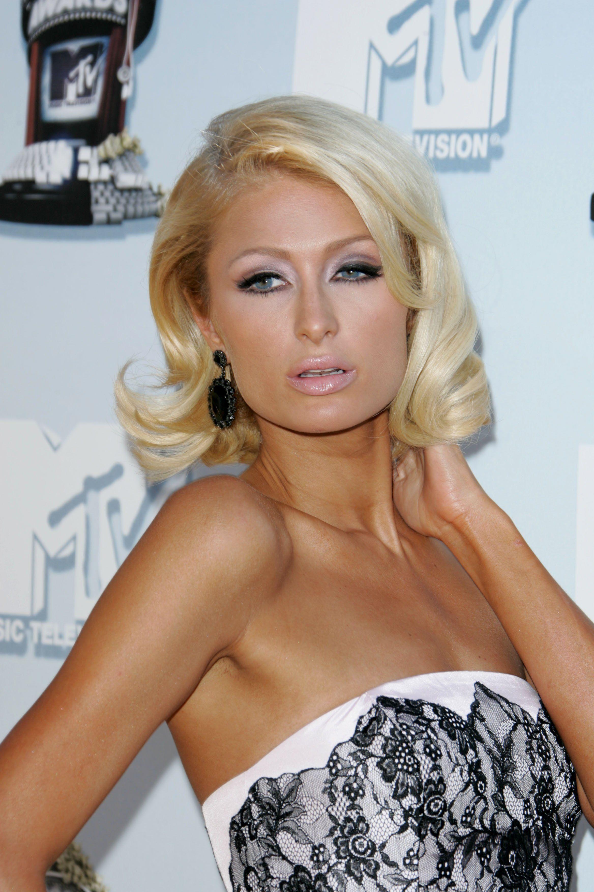 Smokey Eyes Pink Lips Makeup Paris Hilton