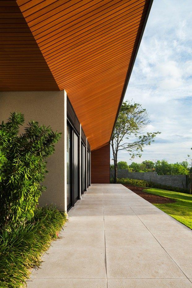 ÁREA EXTERNA   Foi utilizado na área externa o mesmo piso da piscina, Mr. Cryl, da Bricolagem, cinza natural CPII (Foto: Rafaela Netto/Divulgação)