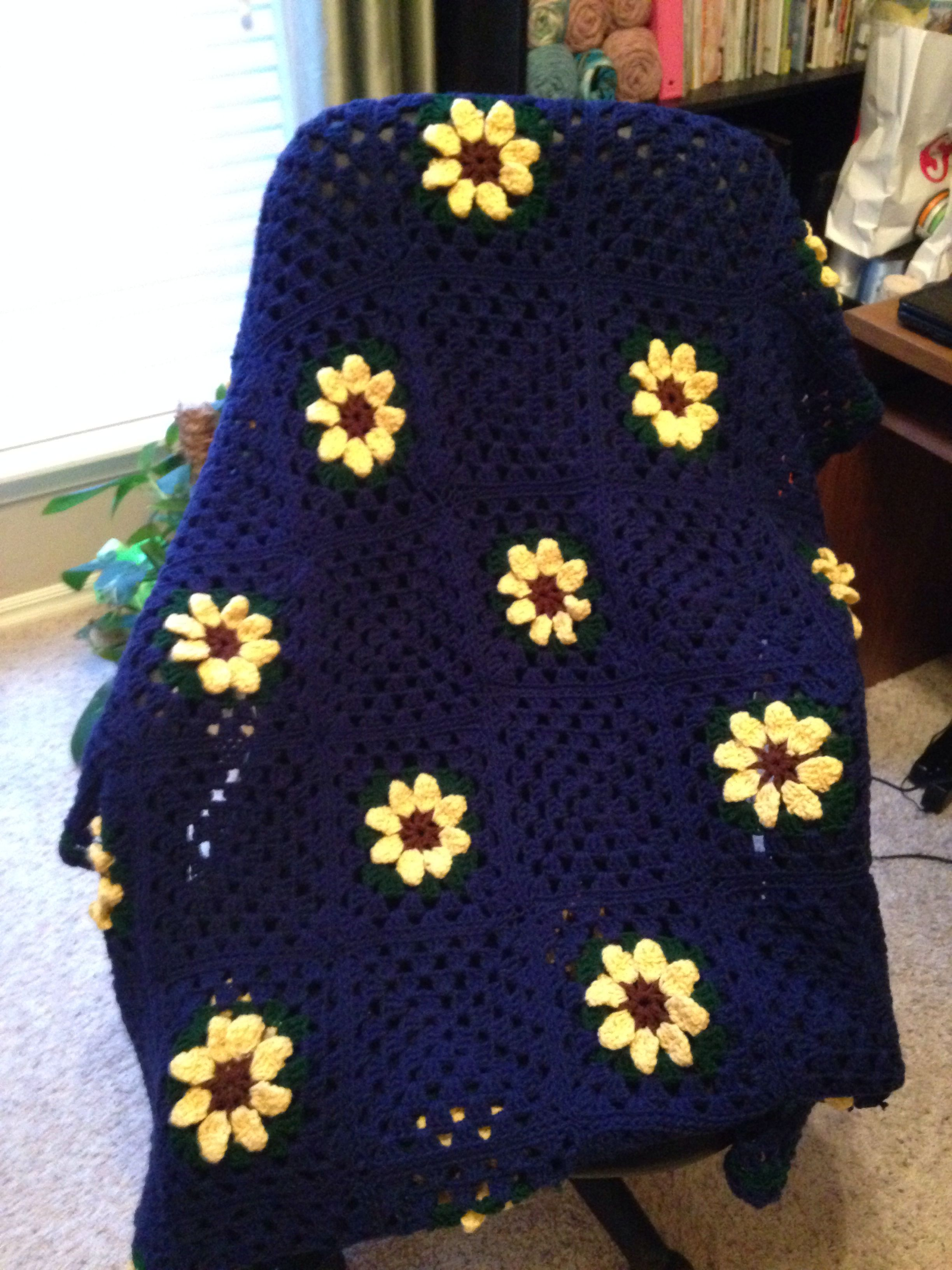 Sunflower granny square I made for my Grandmother. | Crochet ...