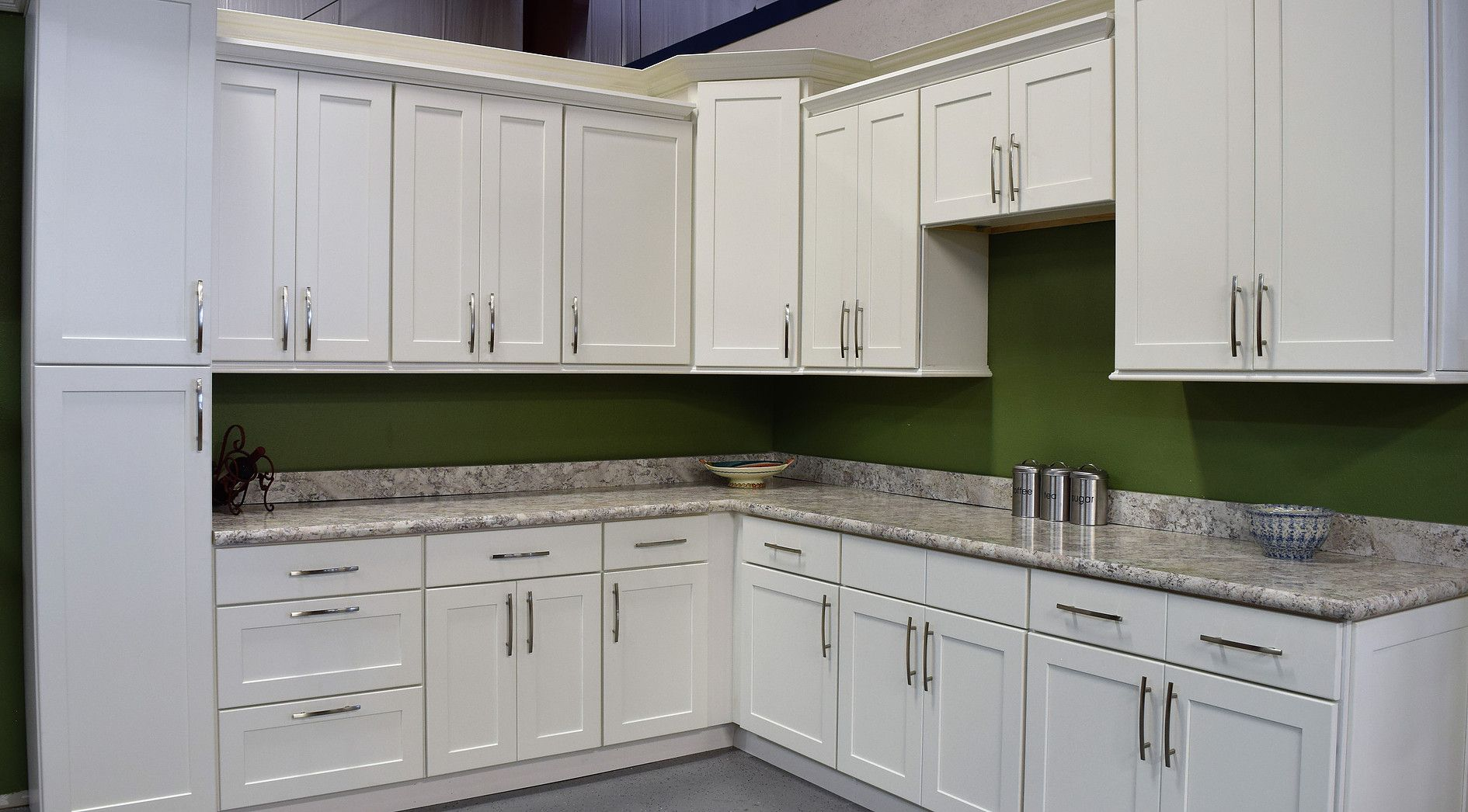 Mobili Shaker ~ Cabinets shaker white cabinets cultured marble