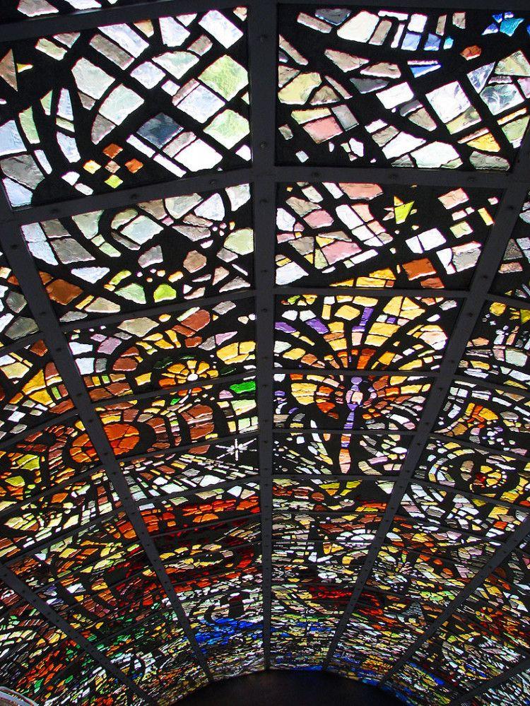 圧巻!箱根 彫刻の森の「ステンドグラスでできた塔」がまるで異世界のように美しい   by.S