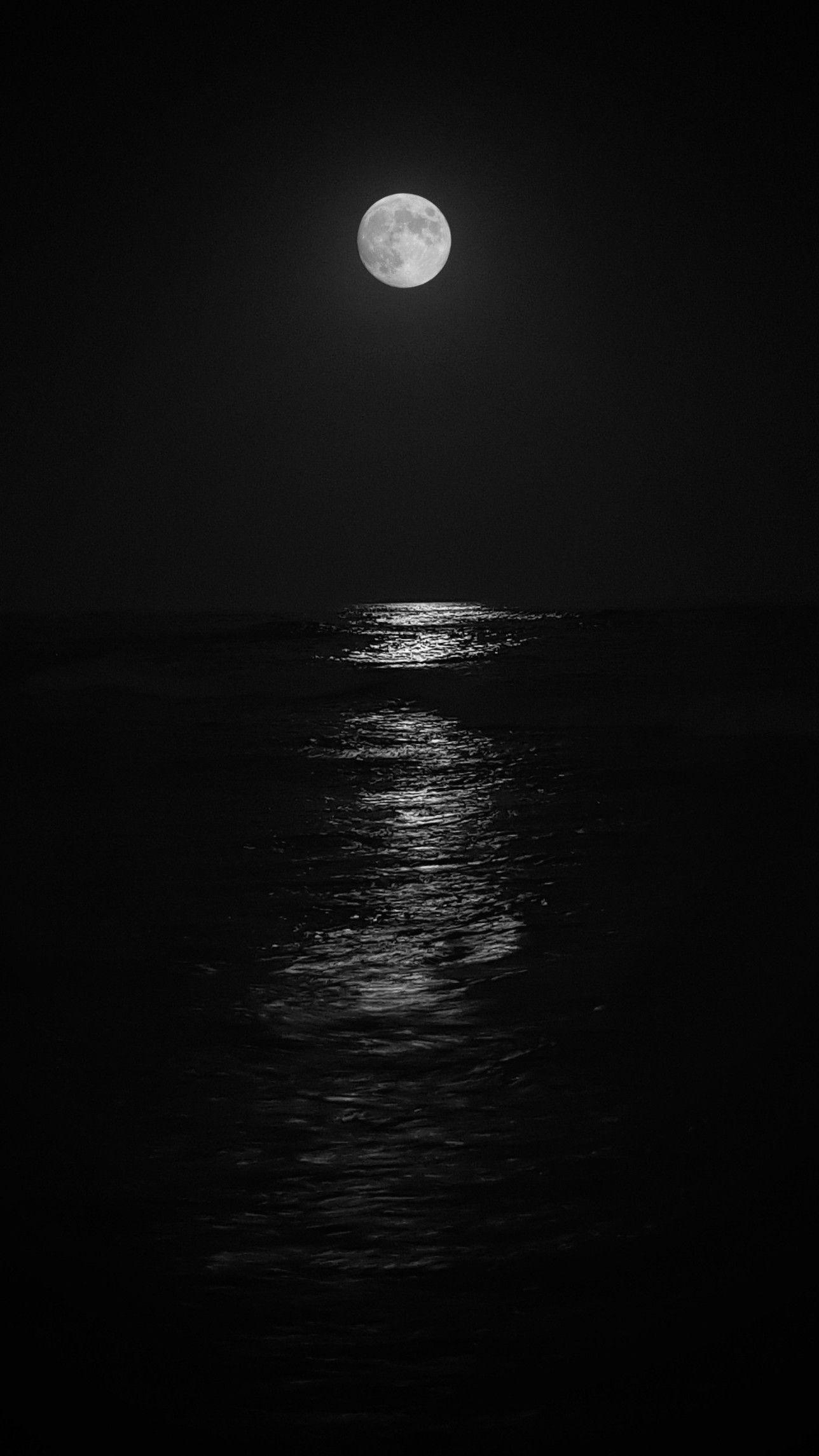 Moonlight Reflection On The Seawater إنعكاس ضوء القمر على مياه البحر Instagram Photo And Video Instagram Photo