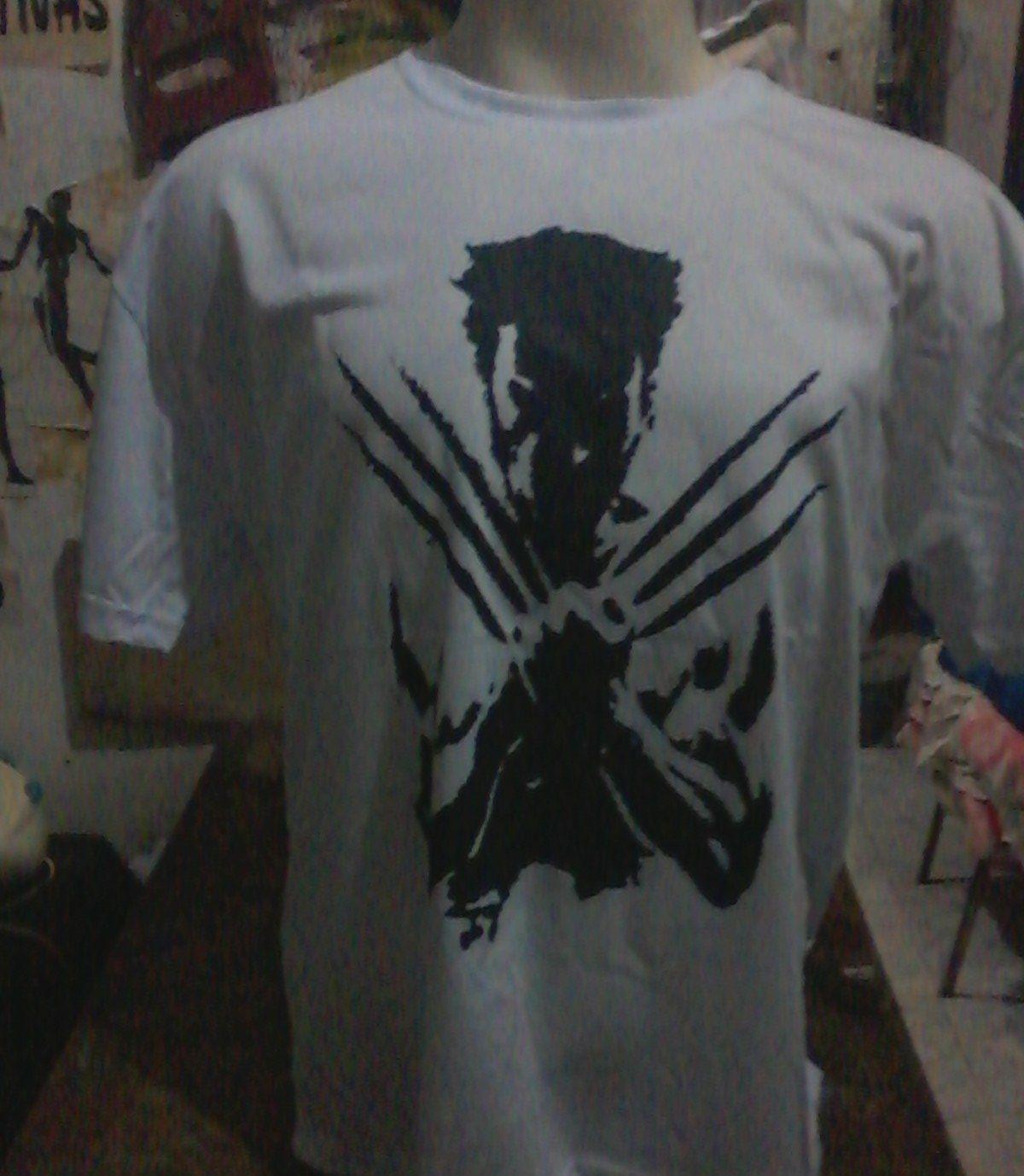 """Wolverine R$ 30,00 + frete Personalizamos e estampamos a sua ideia: imagem, frase ou logo preferido. Envie a sua ideia ou escolha uma das """"nossas"""".... Blog: http://knupsilk.blogspot.com.br Pagina facebook: https://www.facebook.com/pages/KnupSilk-EstampariaSerigrafia/827832813899935?pnref=lhc https://twitter.com/KnupSilk"""