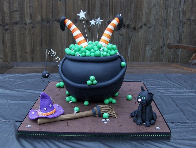 Halloween Upside Down Witch Creepy Cakes - Oh so cute!!! crazy