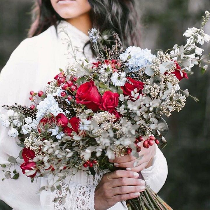 Red Wedding bouquet ideas for winter | itakeyou.co.uk #winter #bouquet