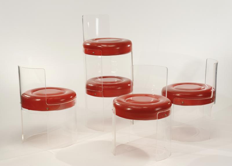 Cesare Casati Emanuele Ponzio Suite De Cinq Chaises En Plexiglas Transparent Et Assise En Skai Rouge Provenance Side Chairs Dining Furniture Layout Bolzano