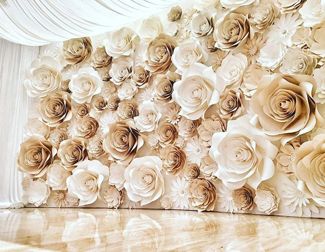 Paper flower wall diy yelomdiffusion the new wall flowers more paper flower walls diy tutorials mightylinksfo