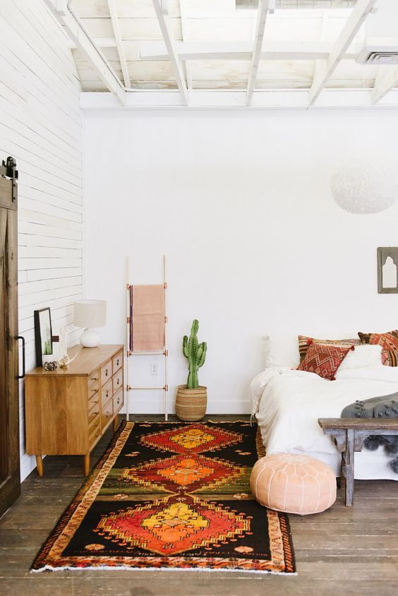 simple but perfect bedroom. love the kilim rug.