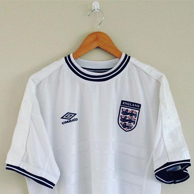 England Home Shirt 1999 01 Link In Bio England Englandfootball Englandshirt Umbro Football England Football Shirt Vintage Football Shirts Retro Shirts