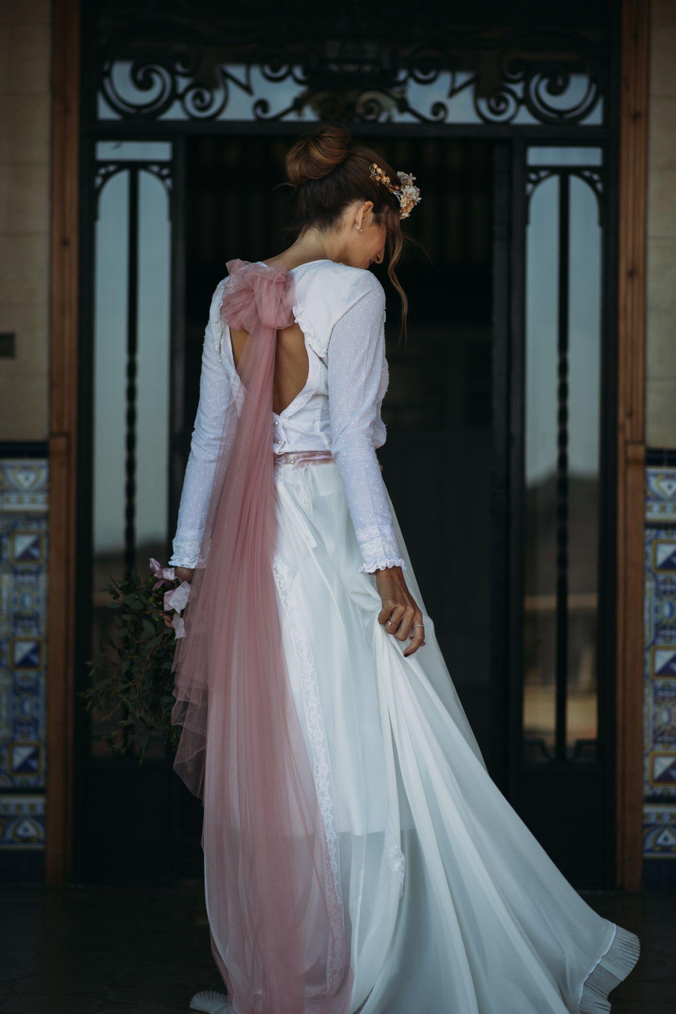 Una novia vintage en rosa empolvado Invitadas, Sin categoría ...