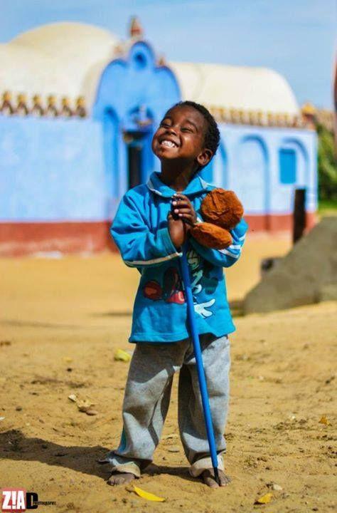 Nubian Kid الطفل النوبي ابن قرية غرب سهيل أبو بكر ع مر عبد الحفيظ أبو بكر مشهور بصاحب أجمل ابتسامة نوبية Beautiful Smile Happy People Just Smile