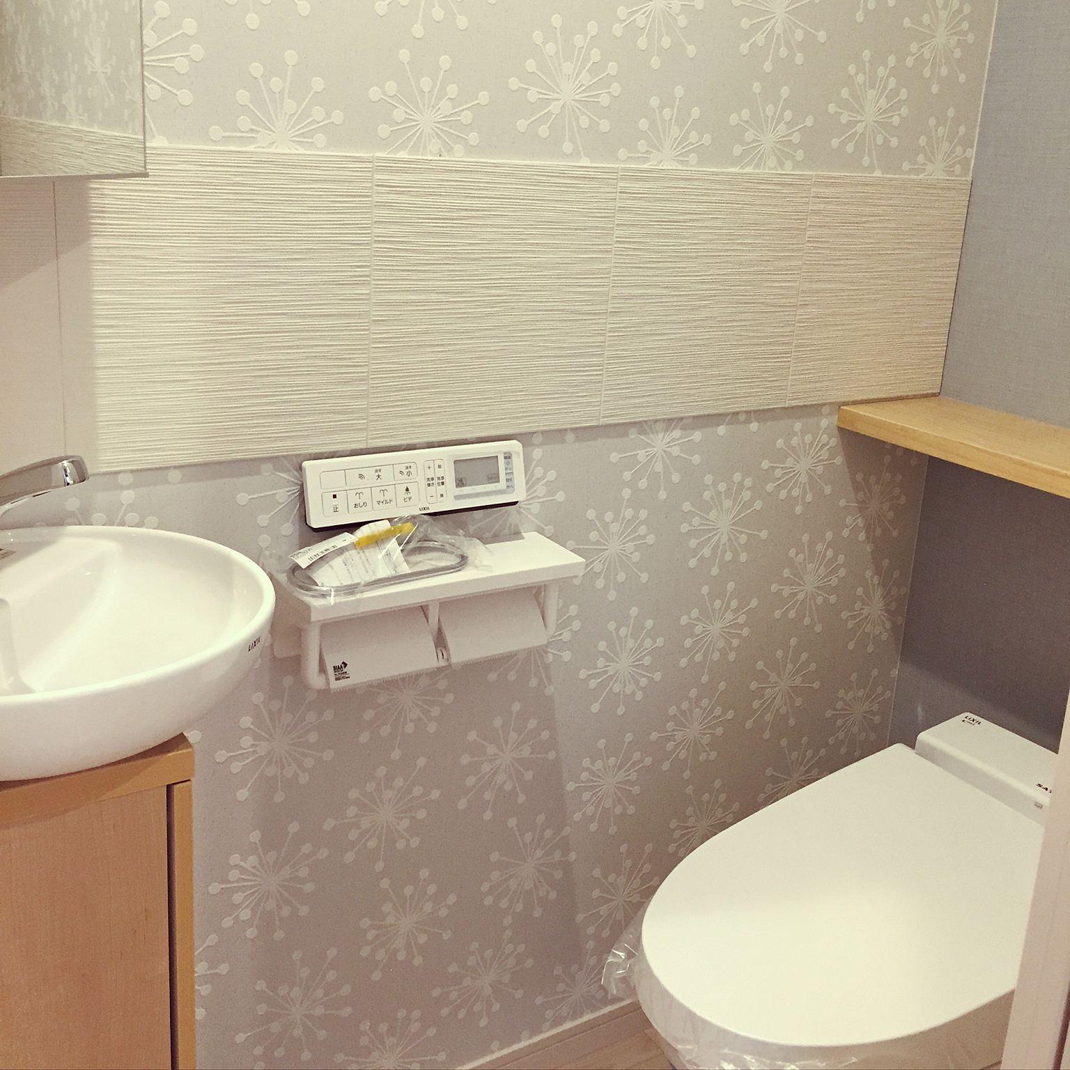 Bathroom 北欧 エコカラット サンゲツ壁紙 リクシルの洗面台 リクシルのトイレのインテリア実例 17 04 24 05 36 04 Roomclip ルームクリップ トイレ 壁紙 トイレ 壁紙 おしゃれ サンゲツ 壁紙