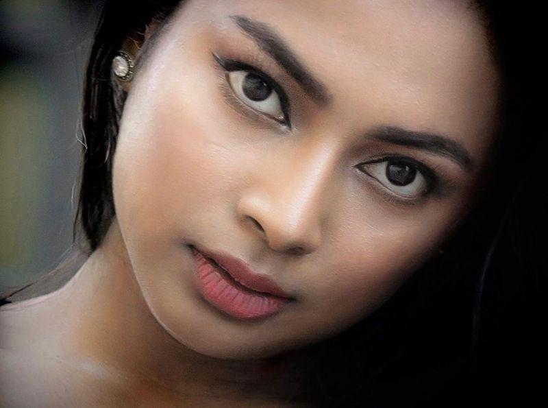 கனடாவில் மாடலிங், விளம்பரத்தில் கலக்கும் தமிழ் பெண்