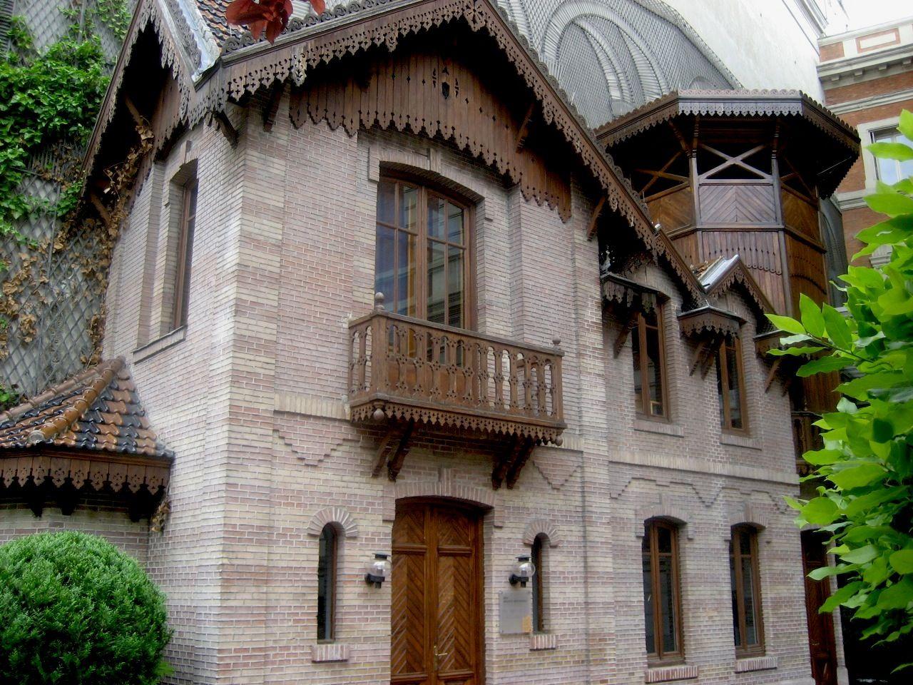 Casa de mu ecas en el palacio de linares en madrid - Jardines de casas rusticas ...