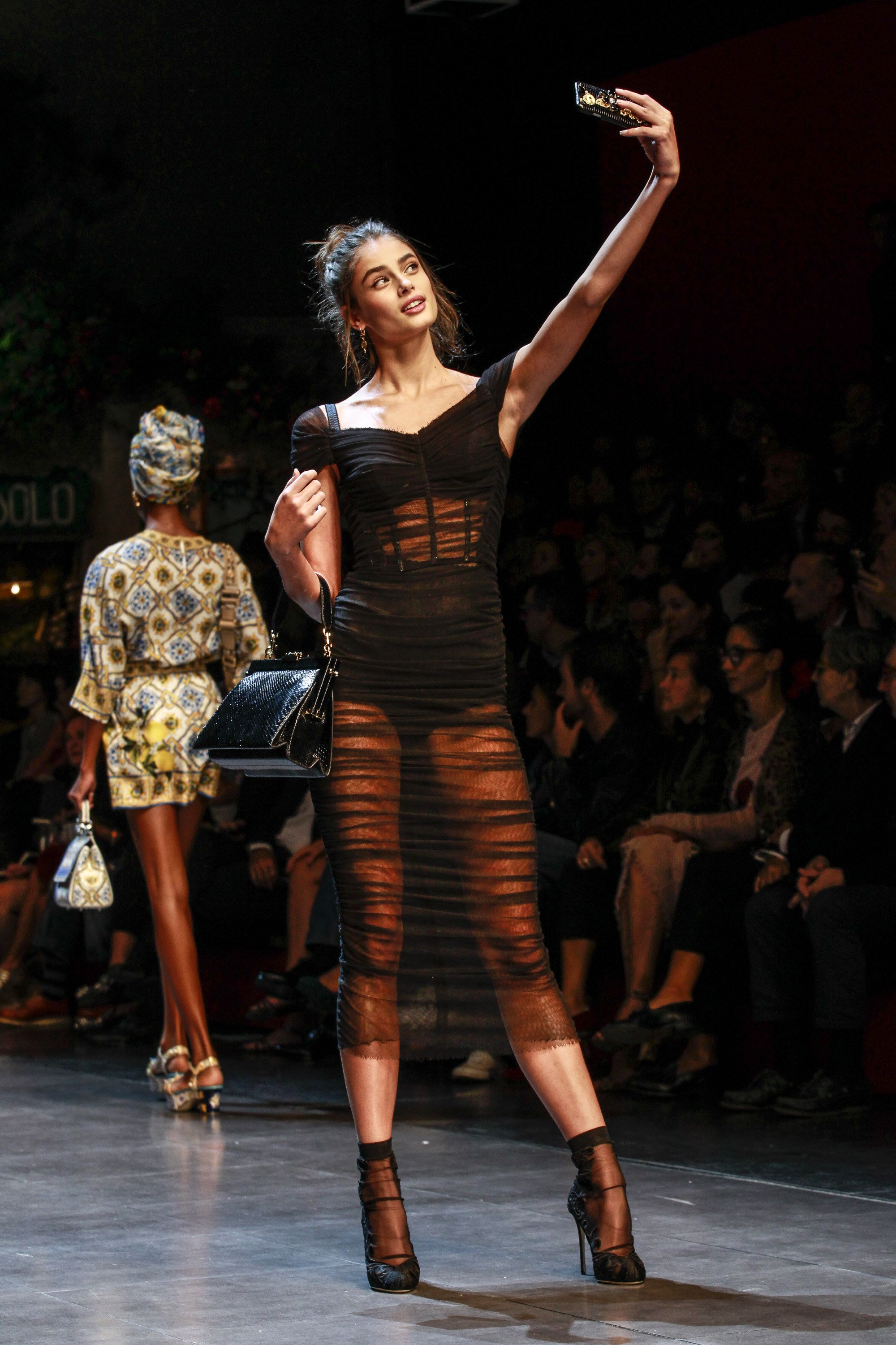939e1847a22d34 Taylor Hill snaps a selfie while walking the Dolce   Gabbana runway