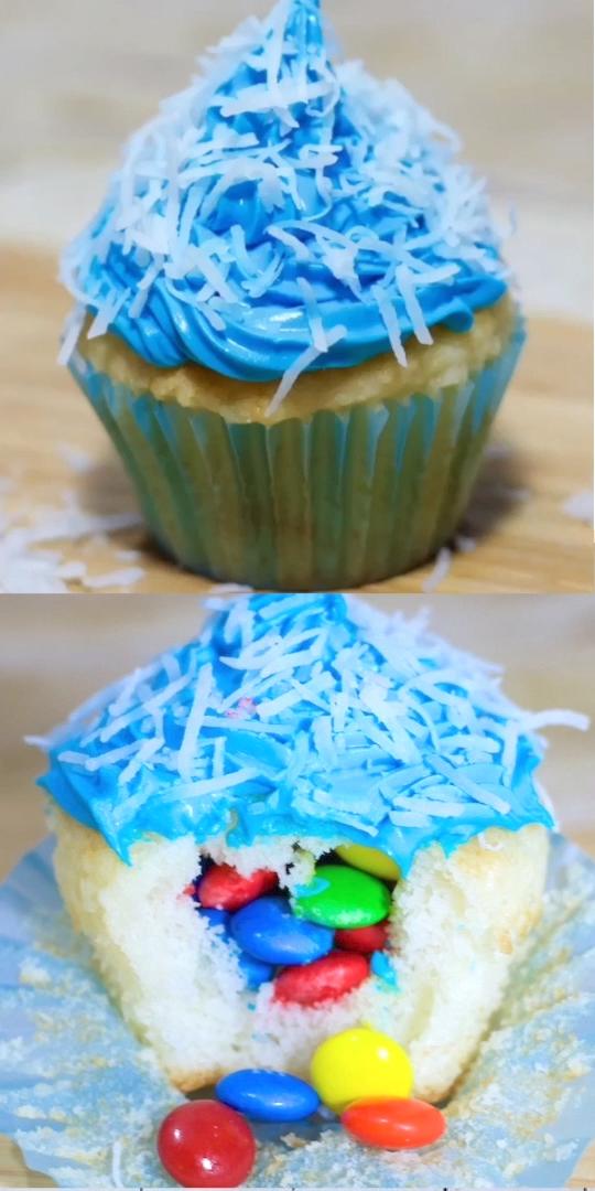 Photo of Was ist noch besser als normale Cupcakes? Piñata Cupcakes gefüllt mit … –  W…