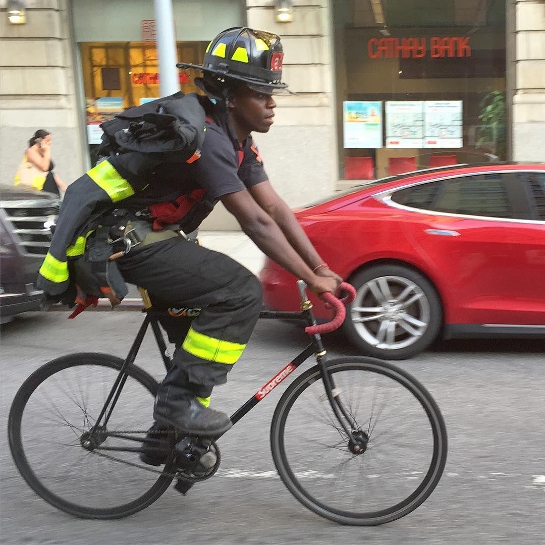 #FDNY on a #fixedgear ! #ny #nyc #newyork #bici #bike #bicycle #bikeporn #bicicleta #bicicletta #cykel #cycling #fiets #fahrrad #jitensha #sepeda #velo #velocipede #bicicletta #kolo #cykle #cykla #bicicletes #igcycling #encu_ve  #NYheroes