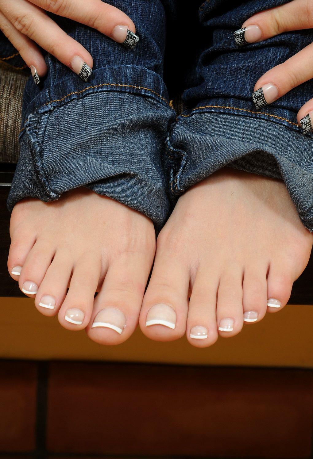 braless Feet Erika Marquez naked photo 2017