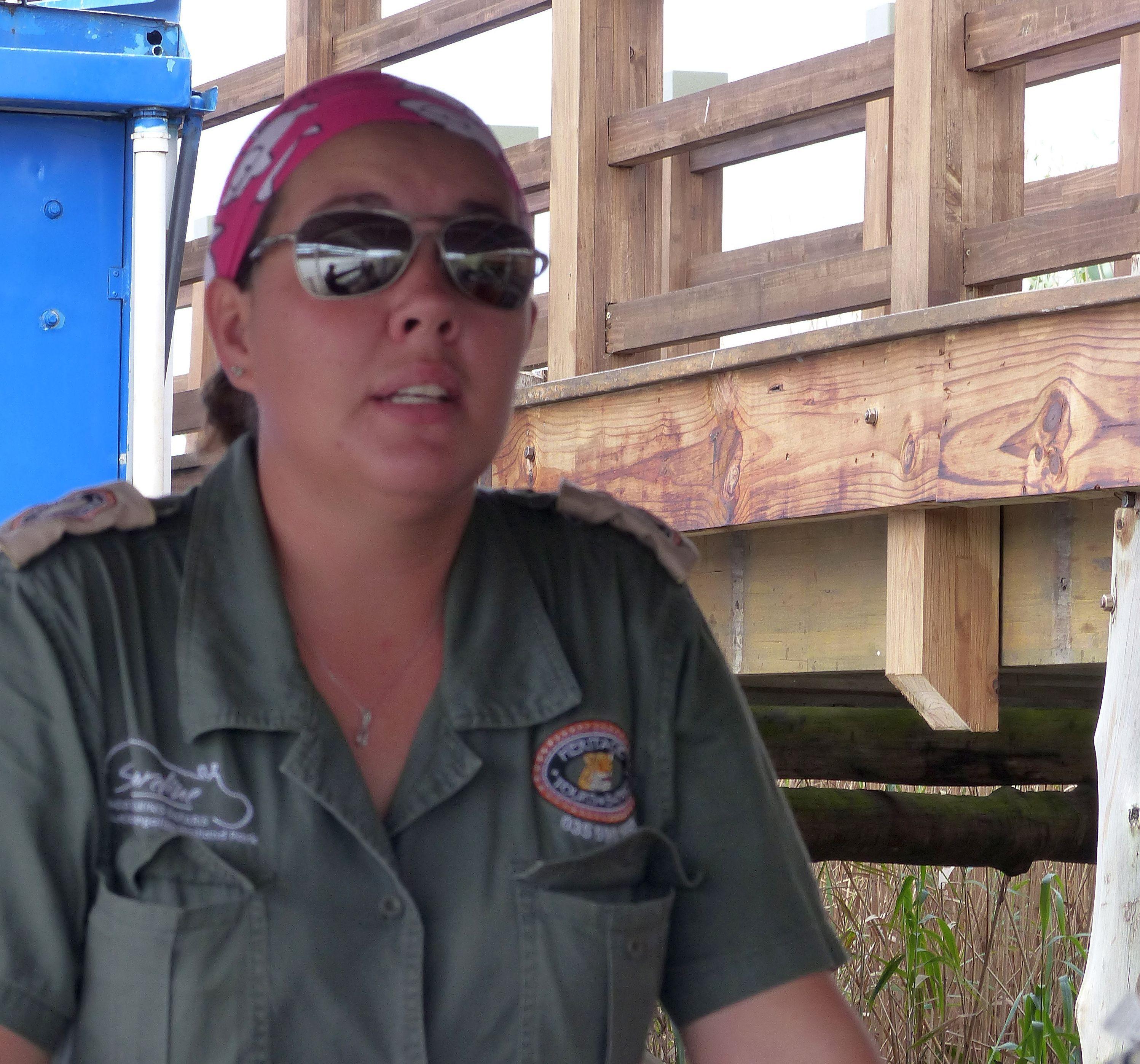Erfahrene Guides begleiten die Fluss-Safari und kennen die Lieblingsplätze der Hippos