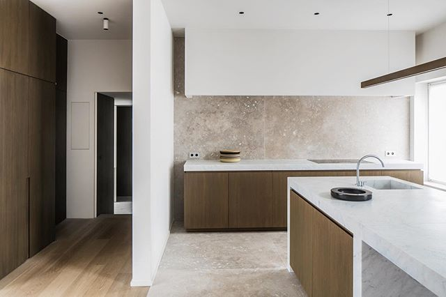 Marble In Antwerpen : Simple pure and honest materials are chosen for this modern kitchen