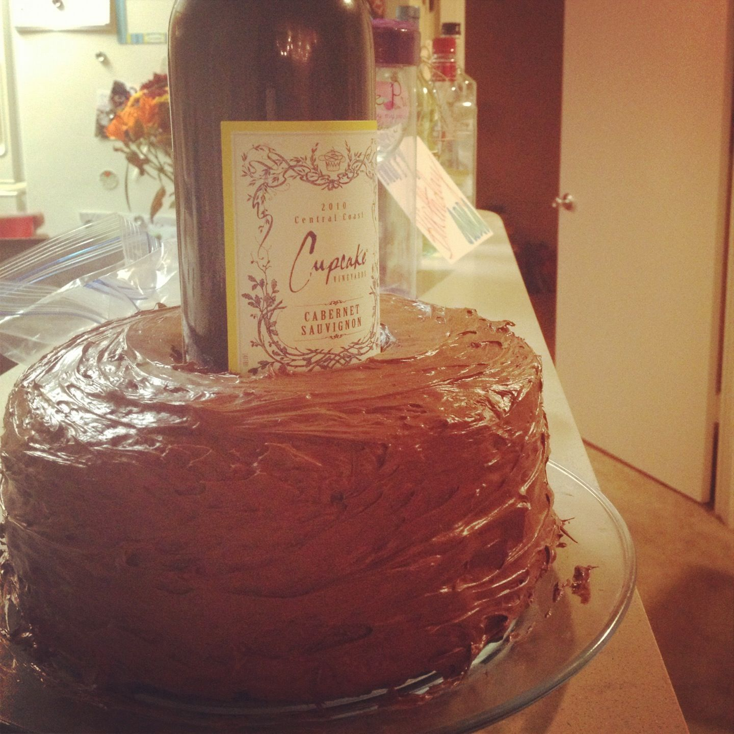 My Best Friend Loves Wine So I Baked Her A Cake And Put A Wine Bottle In The Middle For Her Birthday Baking Cake Desserts