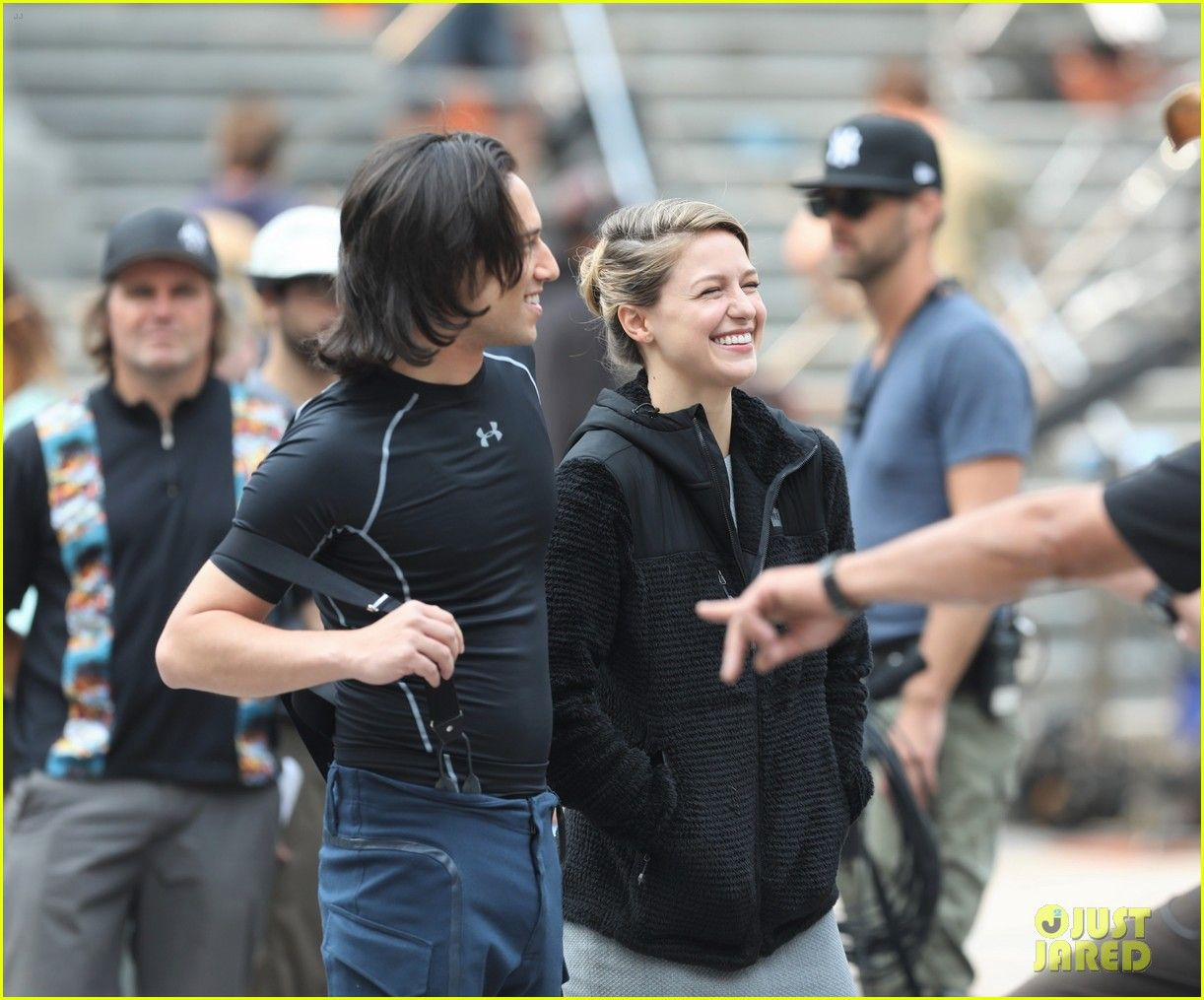 Melissa Benoist Makes Quick Change While Filming For Supergirl Photo 4128476 Jesse Rath Mehcad Brooks Melis Melissa Supergirl Supergirl Season Supergirl
