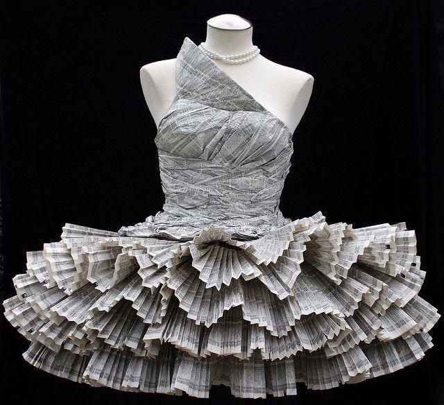Vestido con papel de diario