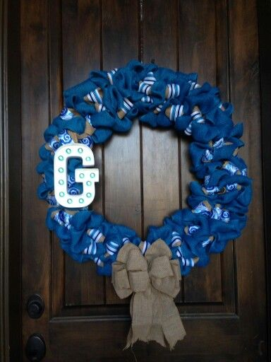 I just saw this wreath on Bonnie's front door when I got here!  She made it and it is gorgeous! !!!!