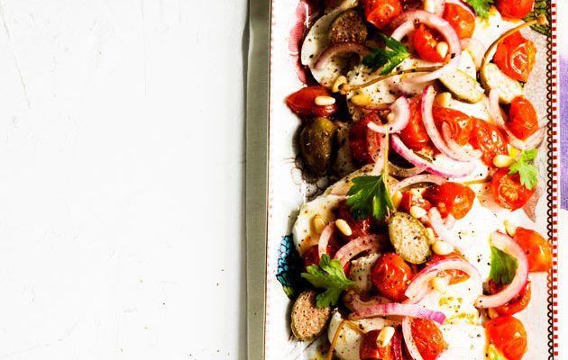 Uunissa kuivattuja tomaatteja ja mozzarellaa