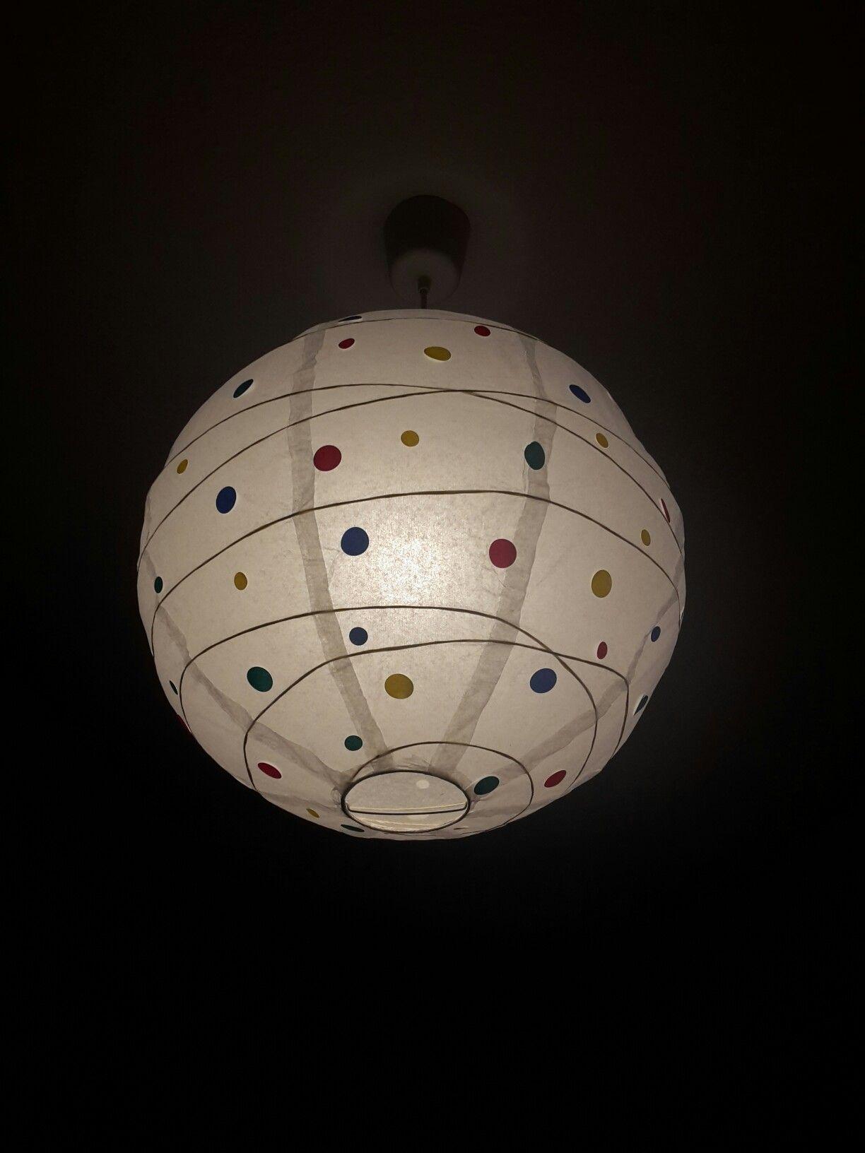 Ikea Lampe ganz einfach mit Aufklebern verschönert