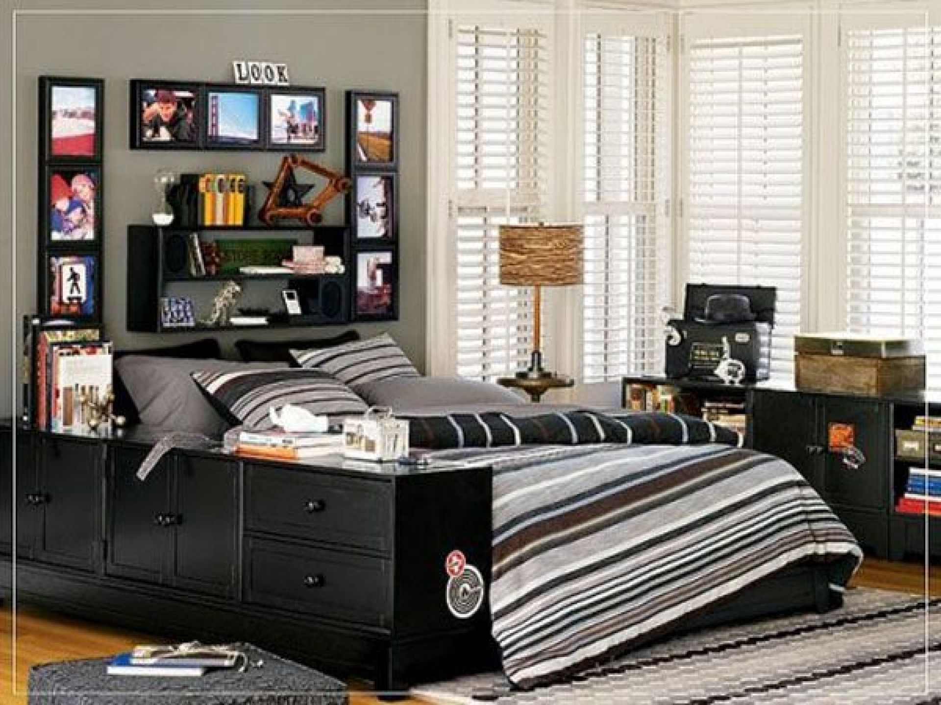 teens room black white bed cover pillow carpet fur rug cabinet shelves frame picture transparent curtain desk lamp boys bedroom ideas mattress teen room