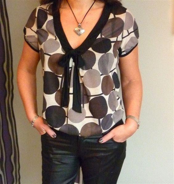 blouse 101 du burda de juin 2011. J'ai un peu réduit l'ampleur du devant et j'ai ajouté un lien à nouer pour faire « chic ». - Tokad