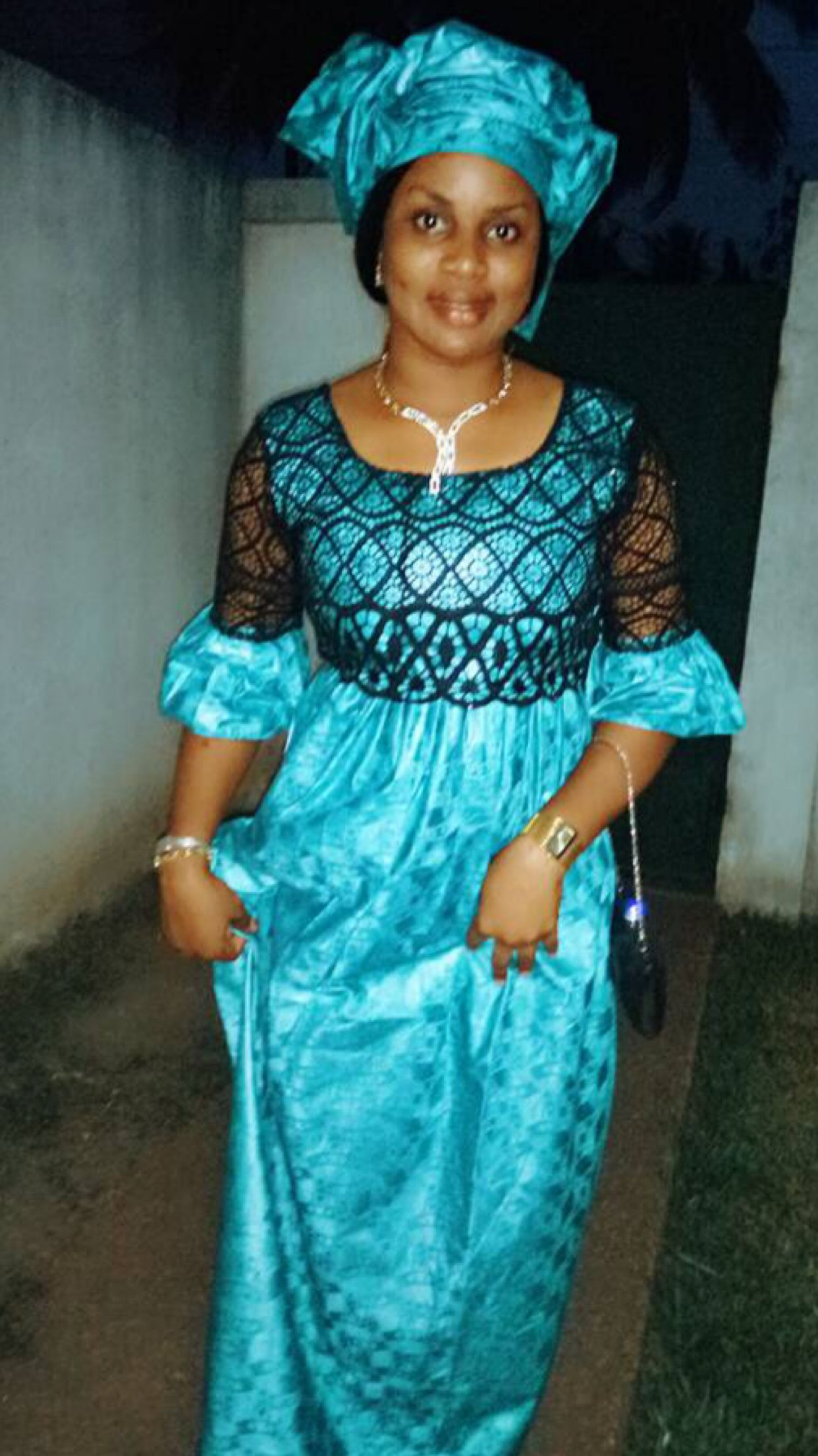 Chic bazin | Mode africaine robe, Modele de robe africaine et Robe fashion
