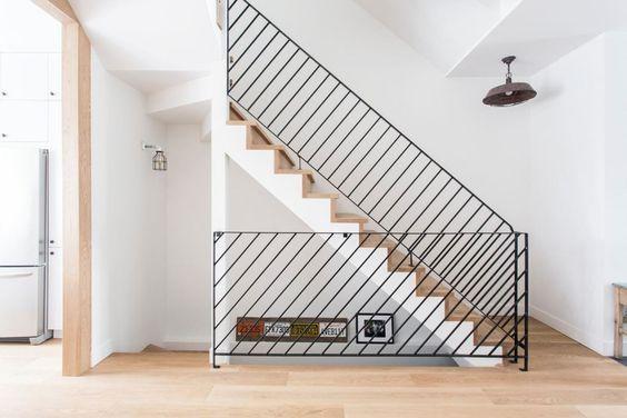Escaleras modernas de concreto con vidrio templado de for Escaleras modernas para espacios pequenos