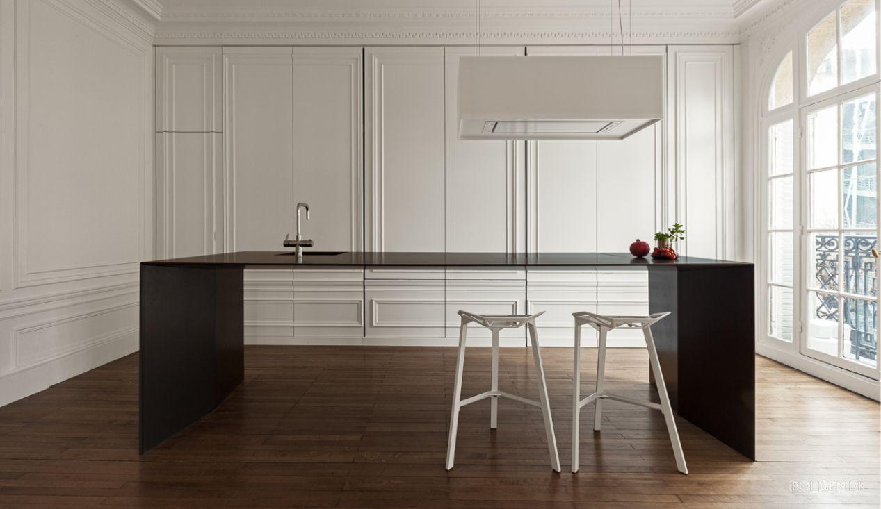 Stilfuldt eller alt for kedeligt? I det her køkken er nærmest alt usynligt. Bedøm selv, om du er til det rene look.