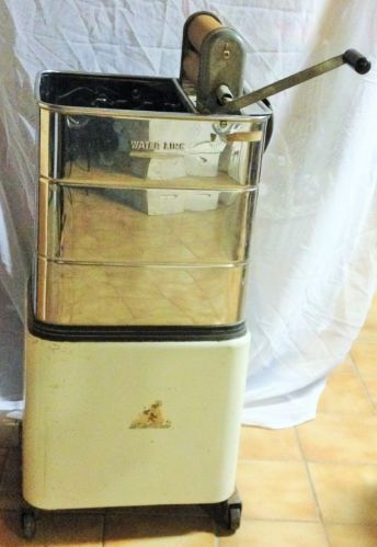 VINTAGE MONITOR PORTABLE OLD ELECTRIC WASHING MACHINE W/HAND WRINGER
