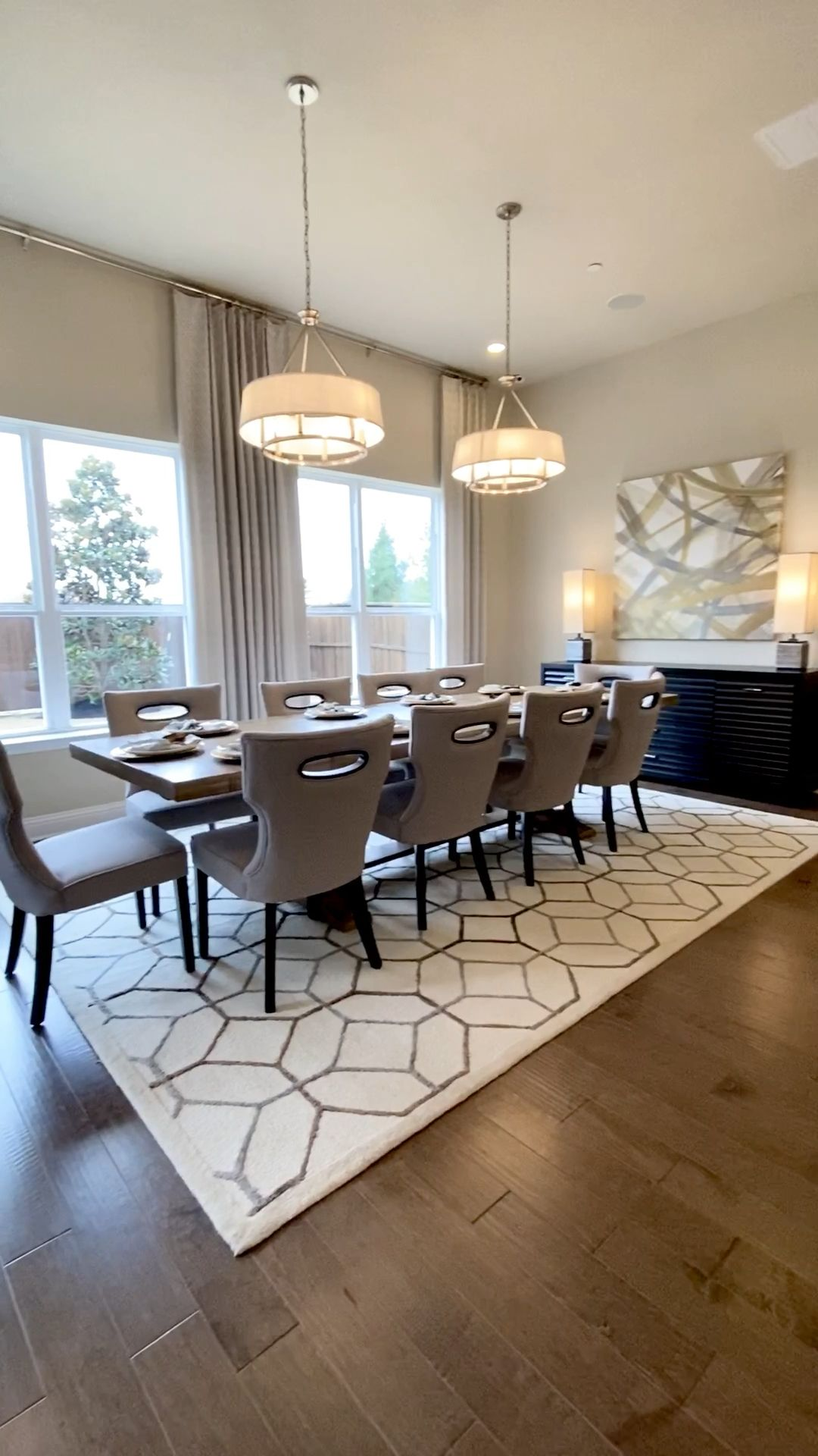 Beautiful Dining room open to kitchen
