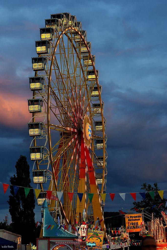 https://flic.kr/p/eVs9HA | Riesenrad auf dem Aschaffenburger Volksfest | Riesenrad auf dem Aschaffenburger Volksfest in der Abenddämmerung mit Wolken.