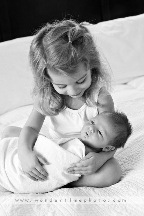 Newborn baby photo session at home using natural light. www ...