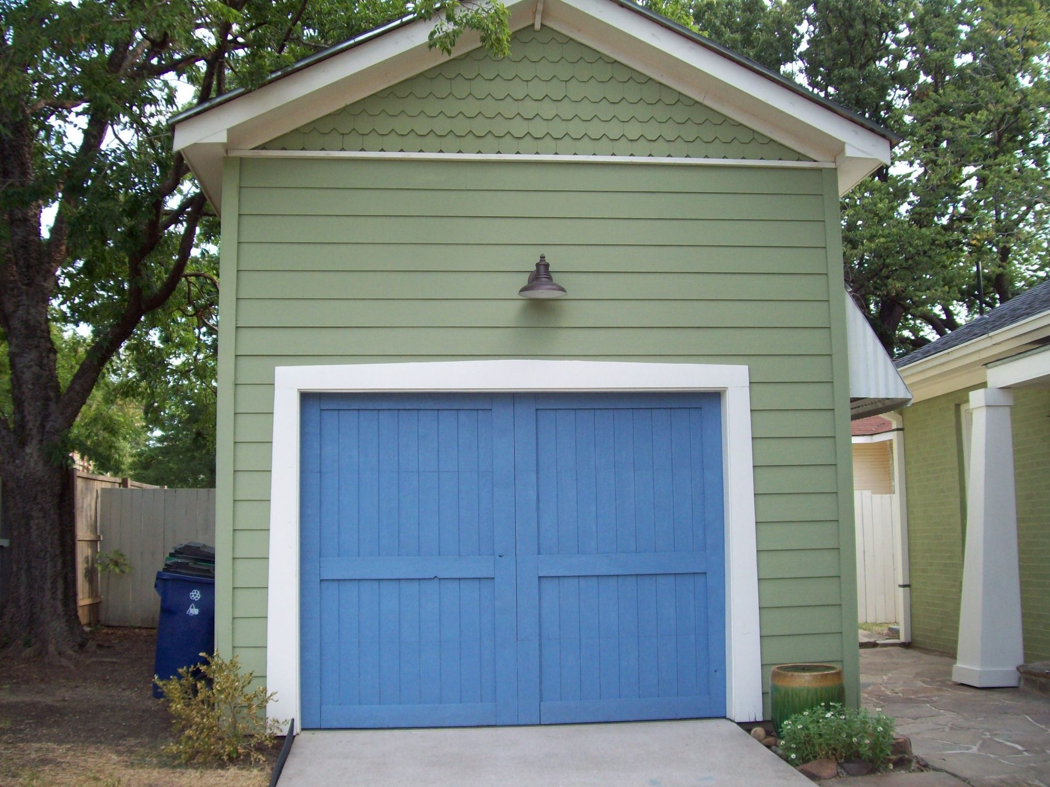 Full Cedar Wood Garage Door The 1 Car Garage Was Built With A 12ft Ceiling To Accommodate A 4 Post Hydrolic Lift To S Wood Garage Doors Garage Doors Cedarwood