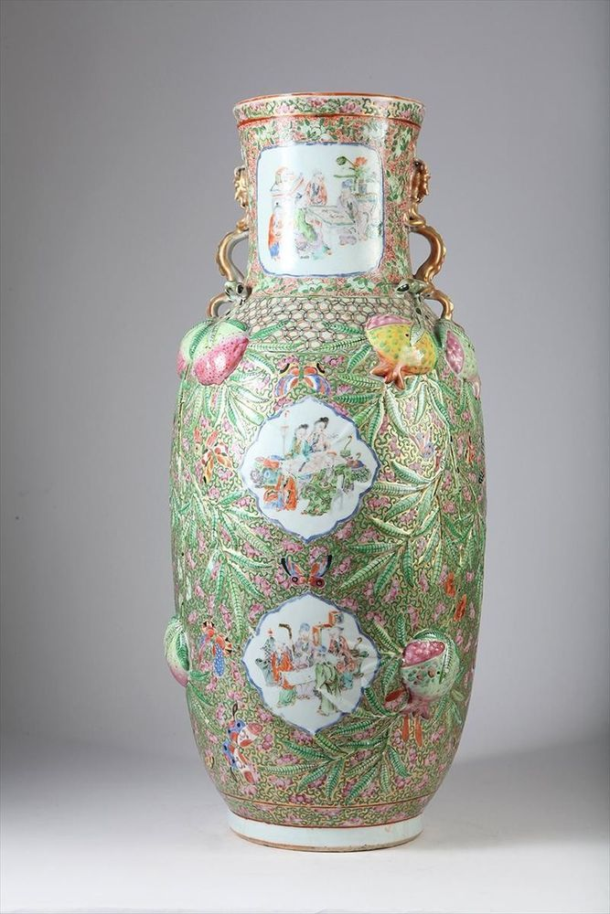 LARGE ANTIQUE CHINESE PORCELAIN FAMILE ROSE BALUSTER VASE, IN GOOD CONDITION..  #CHINESE