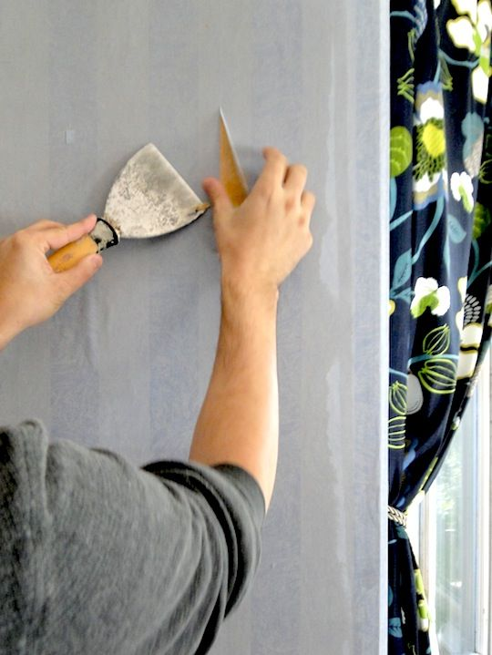 How To Remove Wallpaper Even When You Really Really Dread It Removable Wallpaper How To Hang Wallpaper Diy Wallpaper