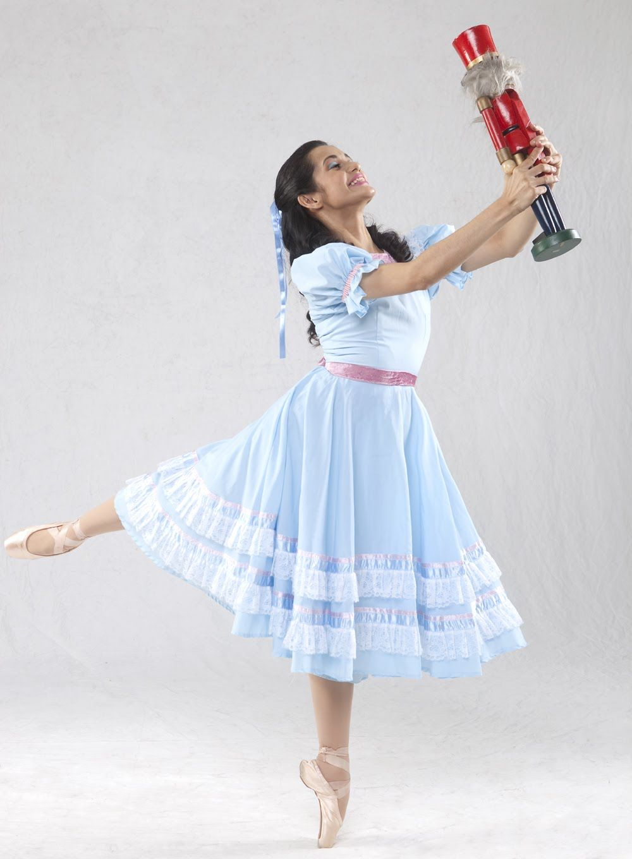 Clara and the Nutcracker in ballet  e430895c6