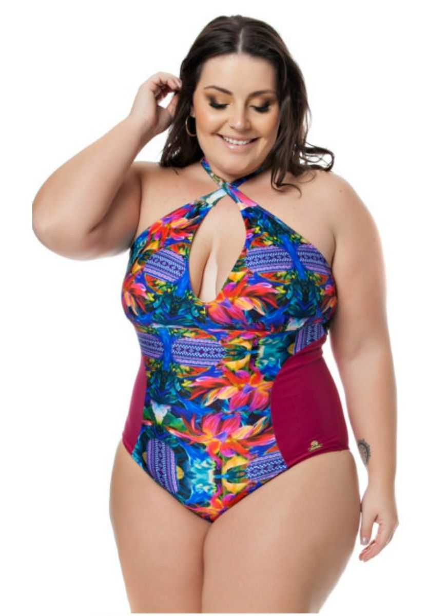 E quem disse que o maio plus size não pode ser fashion e colorido ce7db70d2e8