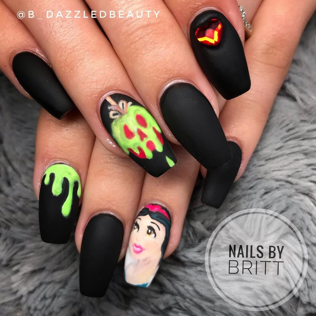 Handpainted Poisonapple Snowwhite Halloweennails Disneynails Disney Coffinnails Lompocnails Mattena Disney Nails Nail Art Disney Disney Inspired Nails