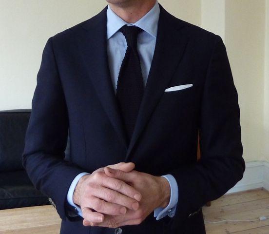 Navy suit light blue shirt black knit tie black shoes for Navy suit black shirt