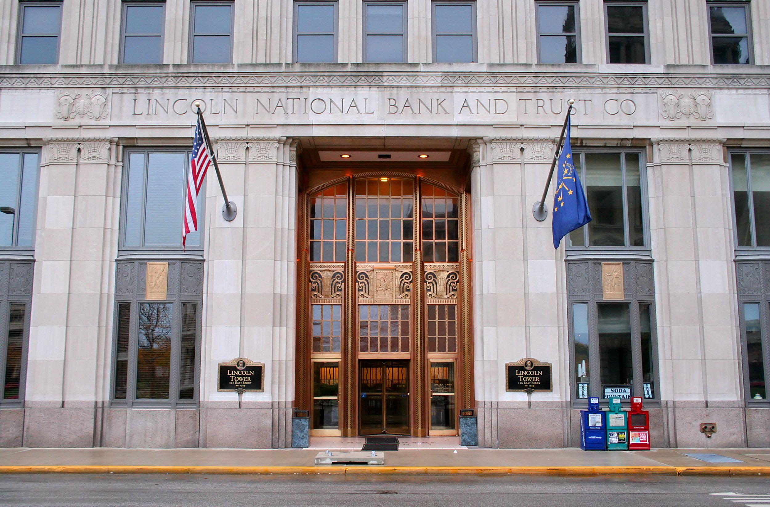 Lincoln Bank Tower Wiki Fort wayne indiana, Entrance