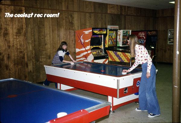 Air hockey. Air hockey, Vintage video games, Fun video games