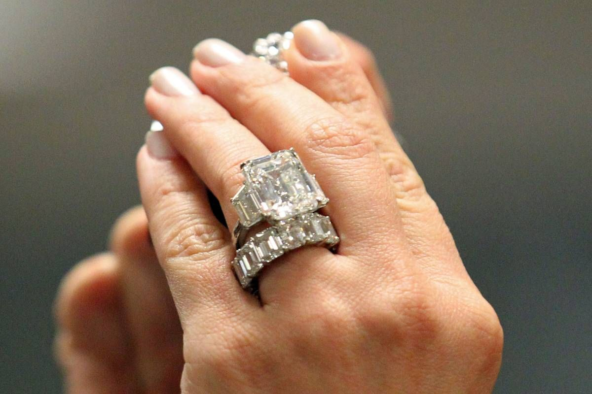 15 Carat Diamond Engagement Ring Kim Kardashian 4