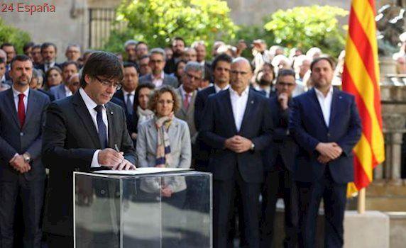 El gobierno catalán en pleno se compromete a «celebrar» el referéndum y aplicar sus resultados